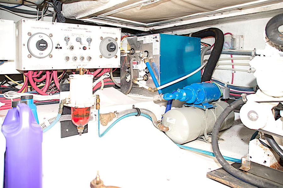 2001 39 Bertram 390 Convertible Salt Shaker Engine Room (1)