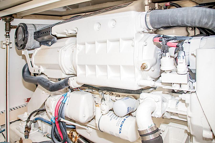 2001 39 Bertram 390 Convertible Salt Shaker Port Engine