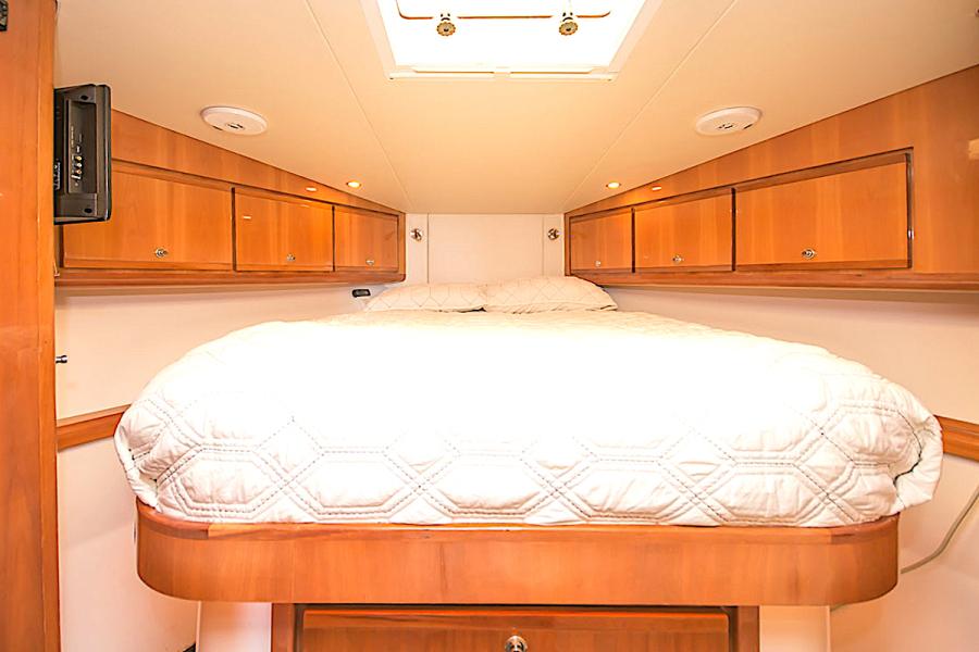 2001 39 Bertram 390 Convertible Salt Shaker Master Stateroom