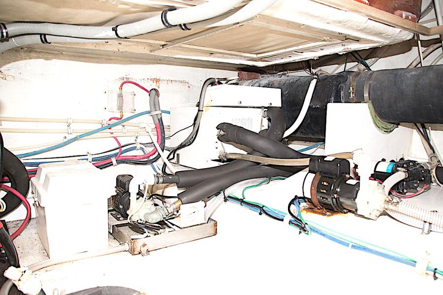 2001 39 Bertram 390 Convertible Salt Shaker Engine Room (2)