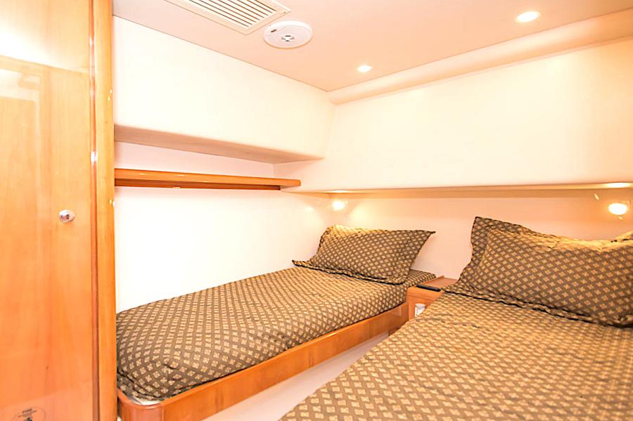 2001 39 Bertram 390 Convertible Salt Shaker Guest Stateroom (2)