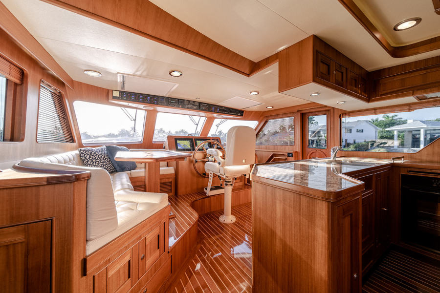 Galley - Dinette - Helm