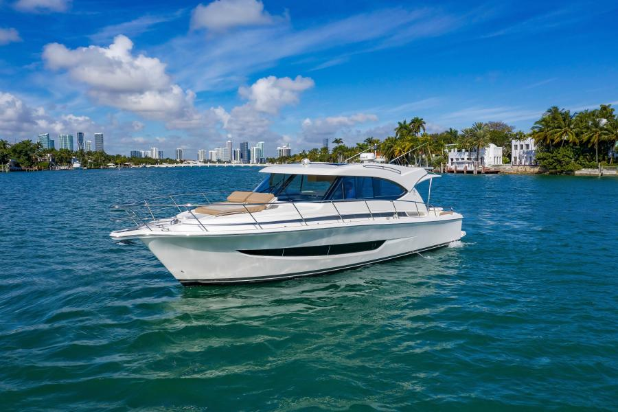 Riviera-395 SUV 2019-Ipanema Miami Beach-Florida-United States-1614864-featured