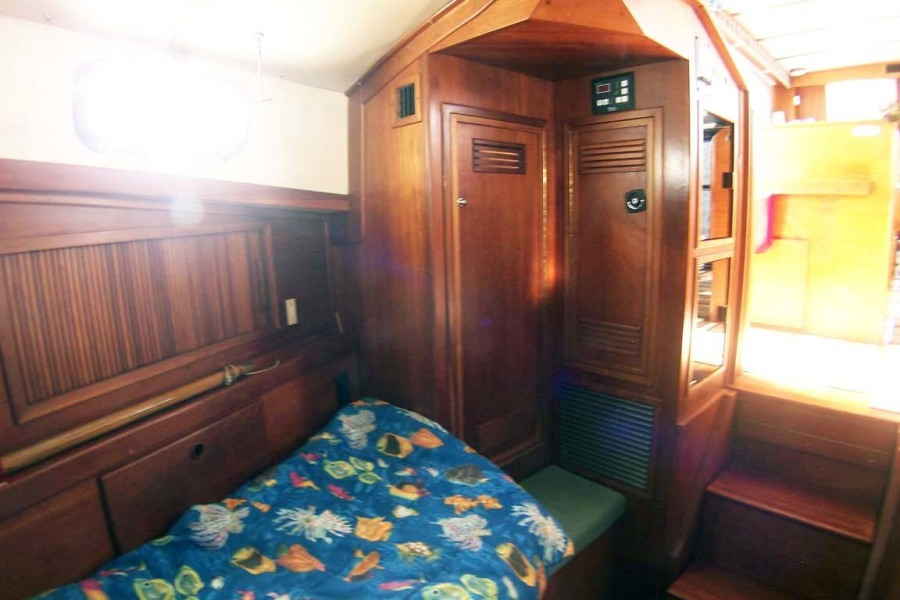 Forward Cabin Looking Aft To Starboad