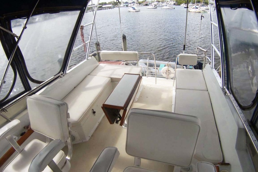 Flybridge Seating To Aft