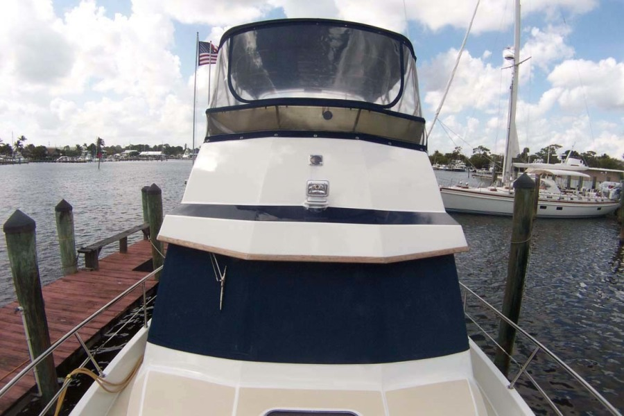 Cabin And Flybridge Front Profile
