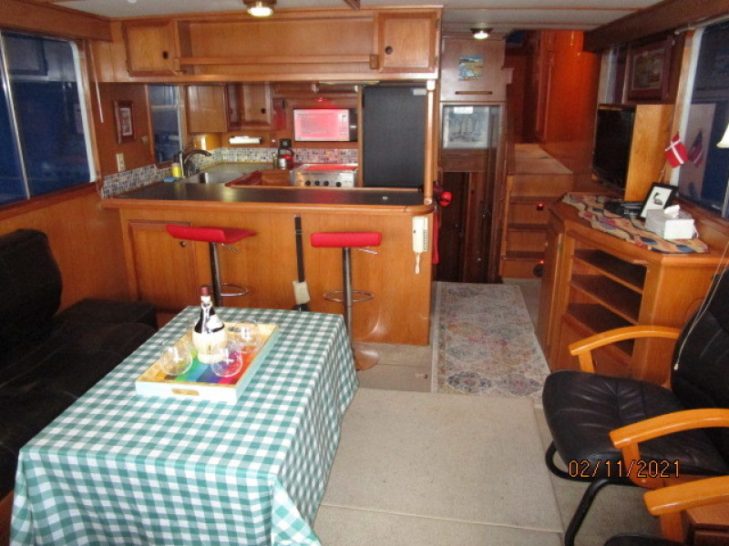49' DeFever salon forward