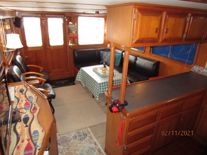49' DeFever salon aft
