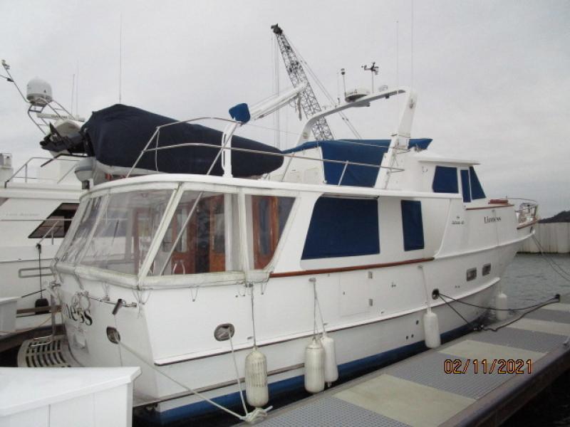 49' DeFever starboard aft profile