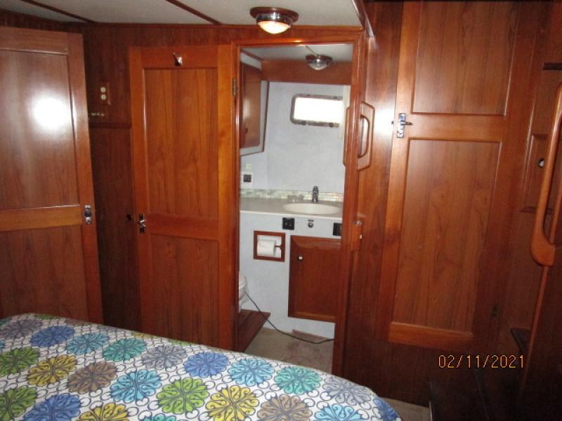 49' DeFever master stateroom starboard