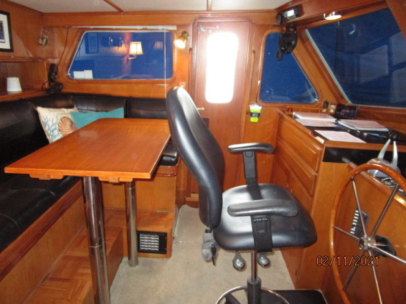 49' DeFever pilothouse port