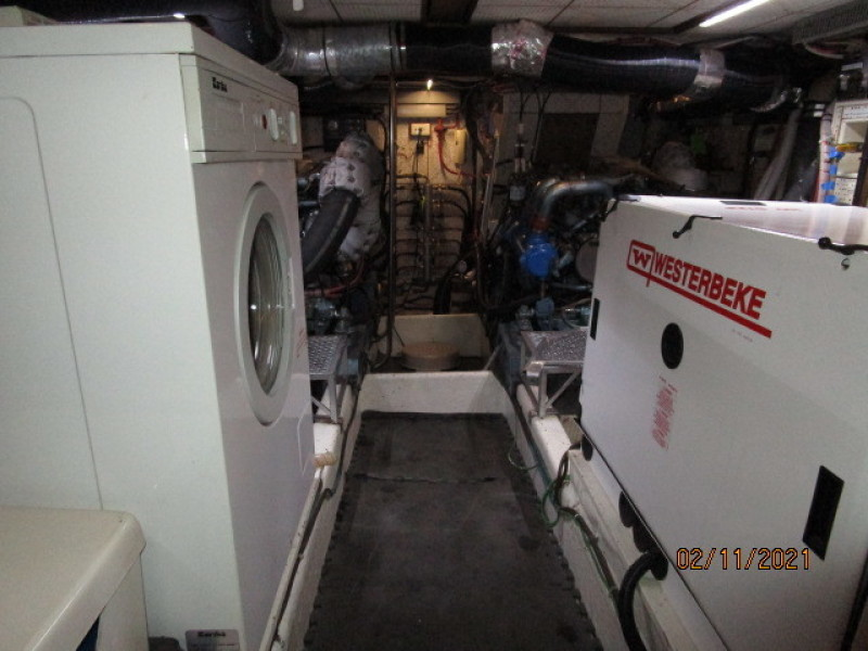 49' DeFever engine room forward
