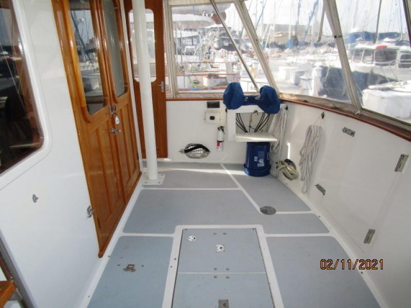 49' DeFever aftdeck starboard