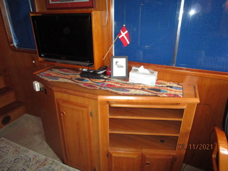 49' DeFever salon starboard forward