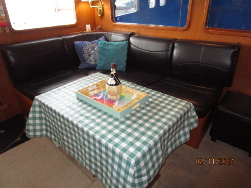 49' DeFever salon port seating