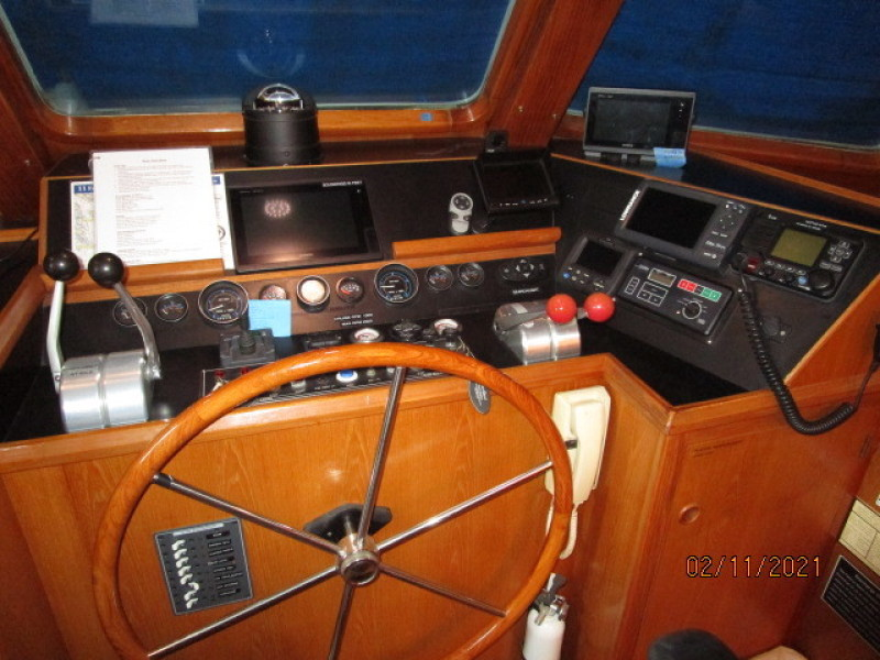 49' DeFever pilothouse helm