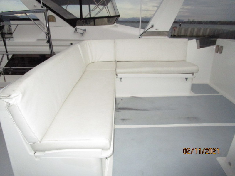 49' DeFever flybridge seating