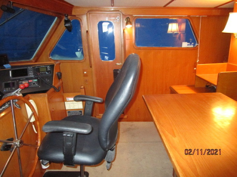 49' DeFever pilothouse starboard