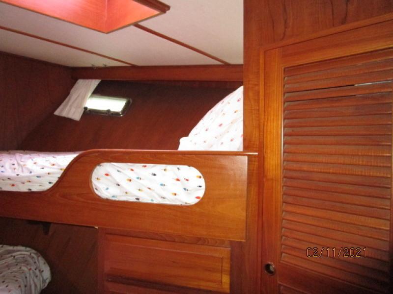 49' DeFever guest stateroom starboard