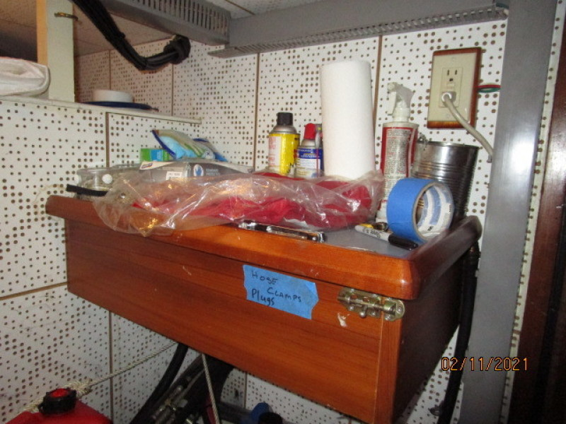 49' DeFever engine room work bench
