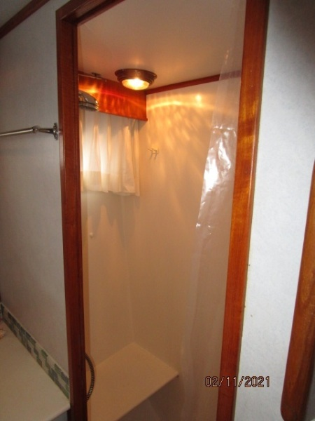 49' DeFever master stateroom shower