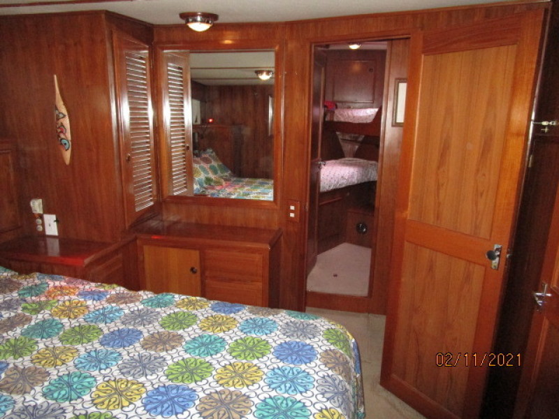 49' DeFever master stateroom forward