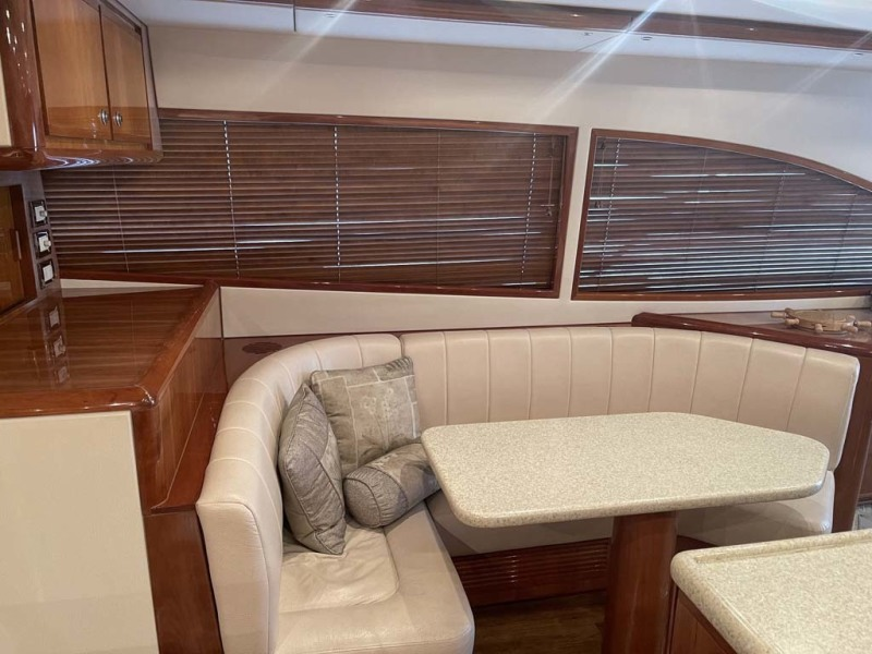 Dinette To Starboard