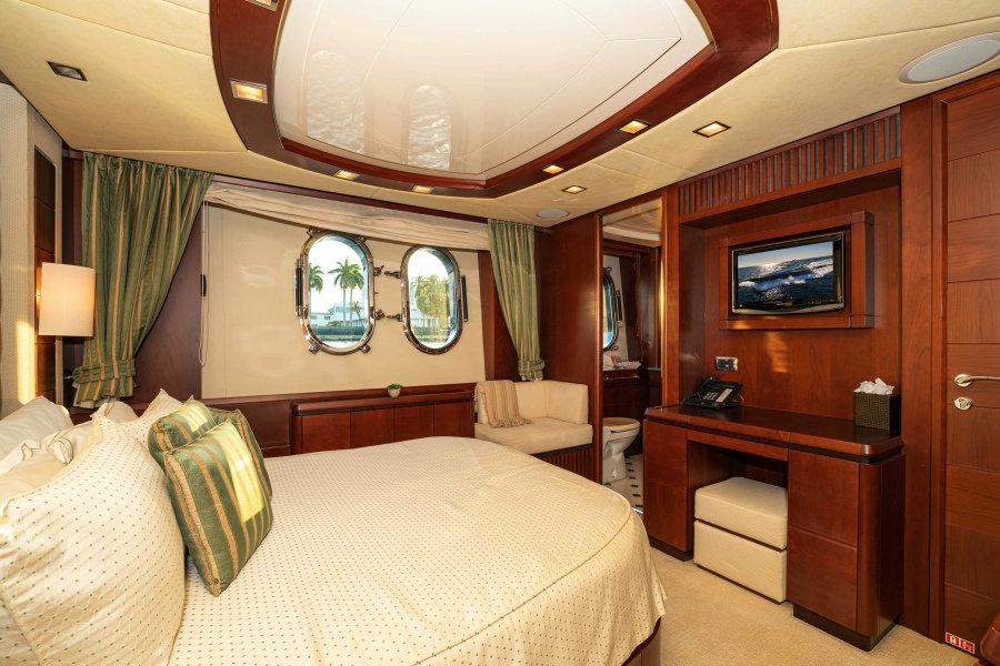 Queen Guest Stateroom (Stbd side)