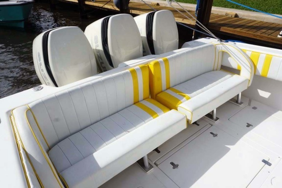 Aft Seating and Outboards