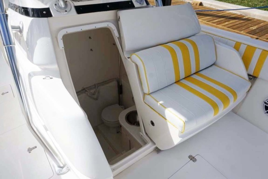 Head and Center Console Seating