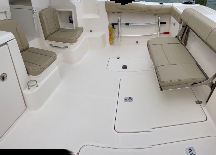35 Pursuit Cockpit