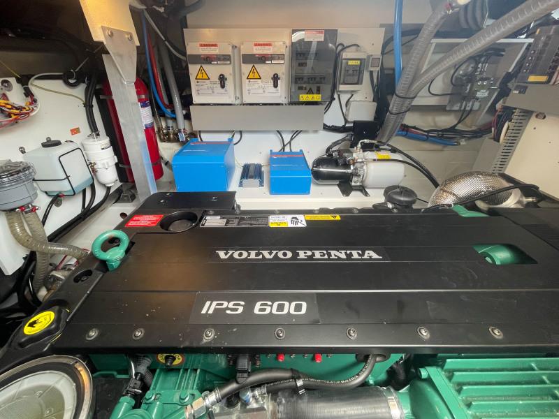 2018 46 Prestige S - Engine Room