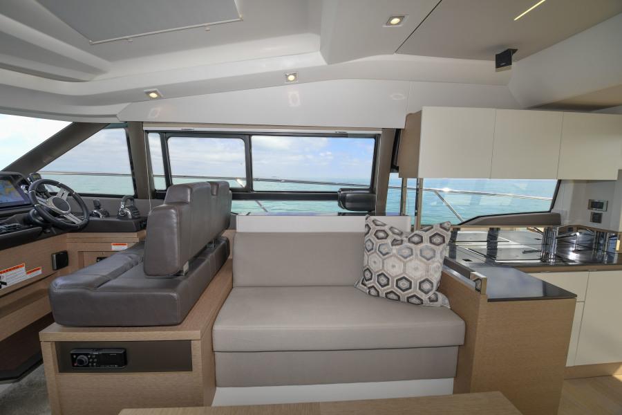 2018 46 Prestige S - Starboard Sofa