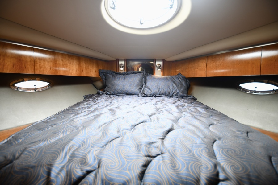2006 52 Cruisers Express Yacht - Frame of Mind - Forward VIP Stateroom