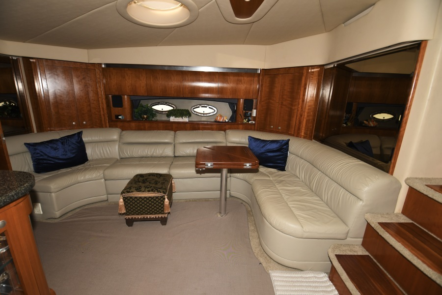 2006 52 Cruisers Express Yacht - Frame of Mind - Salon Seating