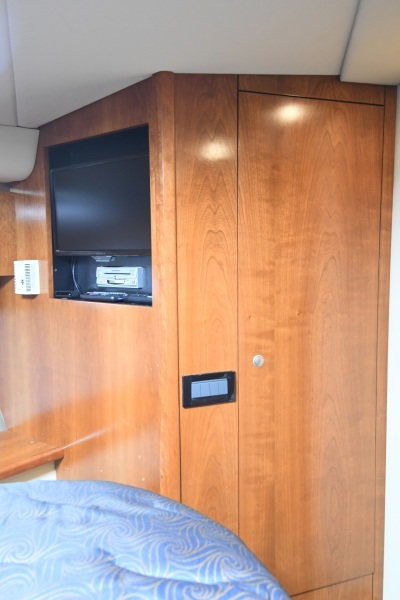 2006 52 Cruisers Express Yacht - Frame of Mind - Forward VIP Stateroom TV