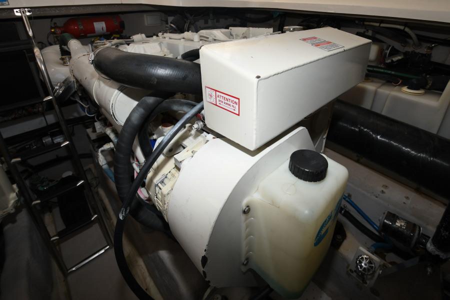 2005 Sea Ray 420 Sundancer - Contrails - Engine Room