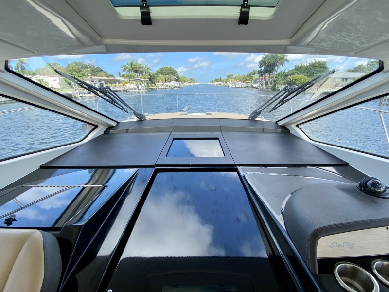 2018 Sea Ray 350 Coupe - Magnolia - Foredeck Fwd