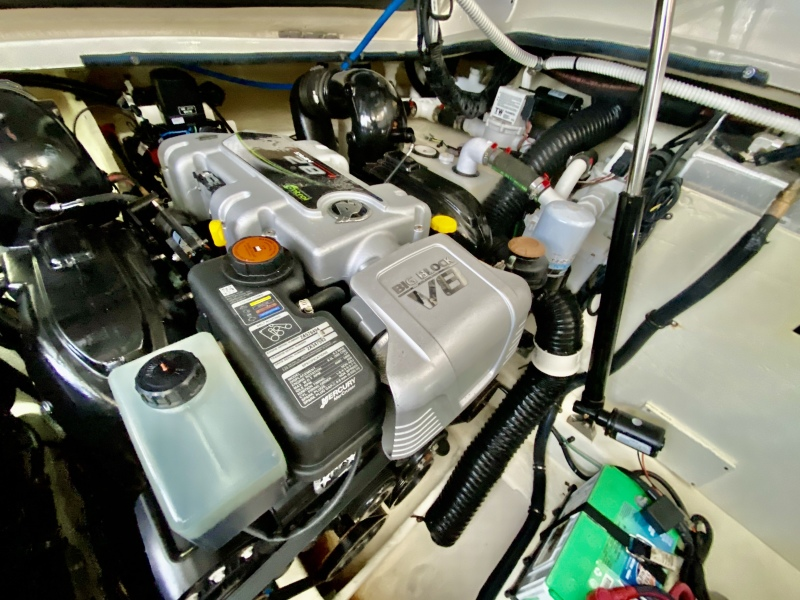 2018 Sea Ray 350 Coupe - Magnolia - Engine Room
