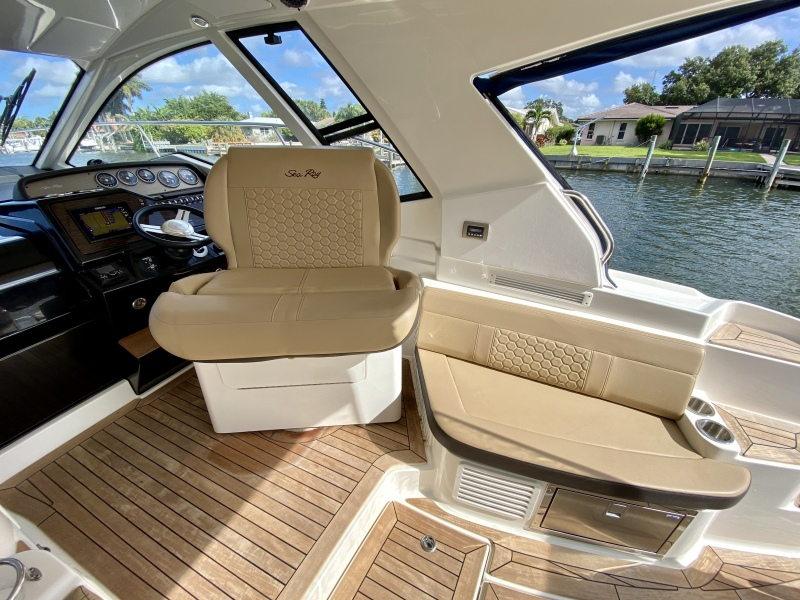 2018 Sea Ray 350 Coupe - Magnolia - Foredeck / Cockpit Seating