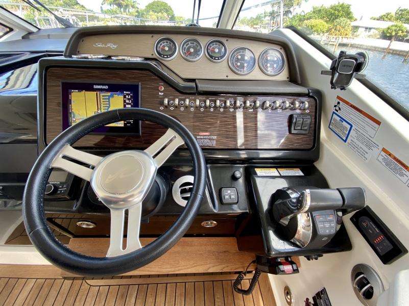 2018 Sea Ray 350 Coupe - Magnolia - Helm