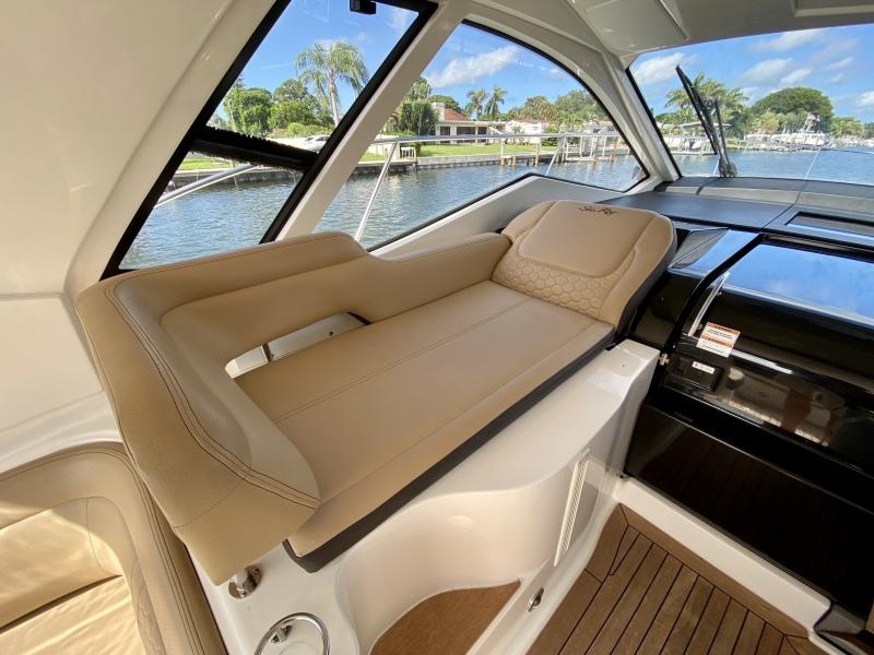 2018 Sea Ray 350 Coupe - Magnolia - Foredeck Lounge
