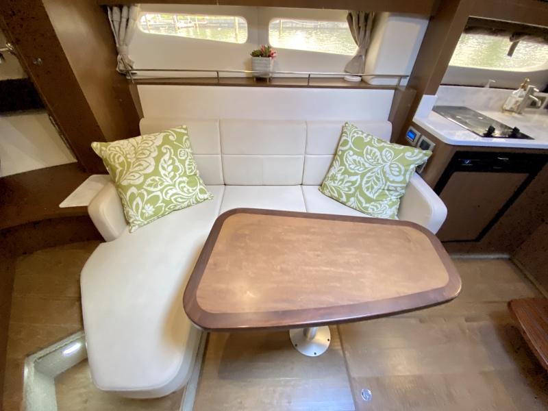 2018 Sea Ray 350 Coupe - Magnolia - Dinette