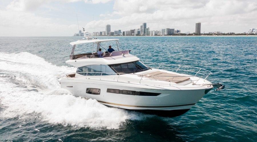 2016 55 Prestige FB- Starboard
