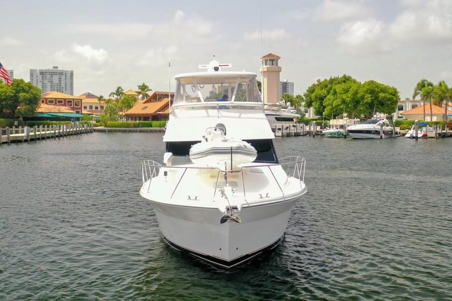 2001 Riviera 43 CNV - Bow Profile
