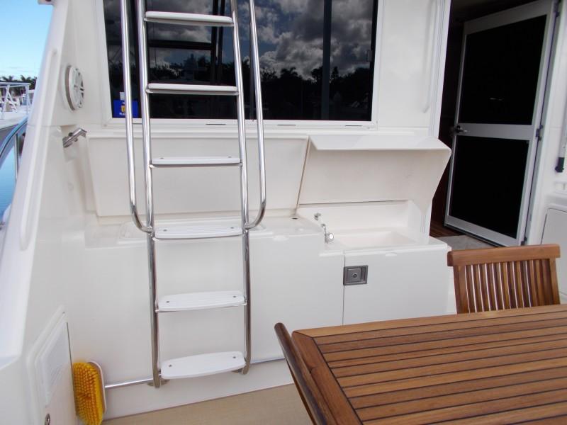 2001 Riviera 43 CNV - Flybridge Ladder