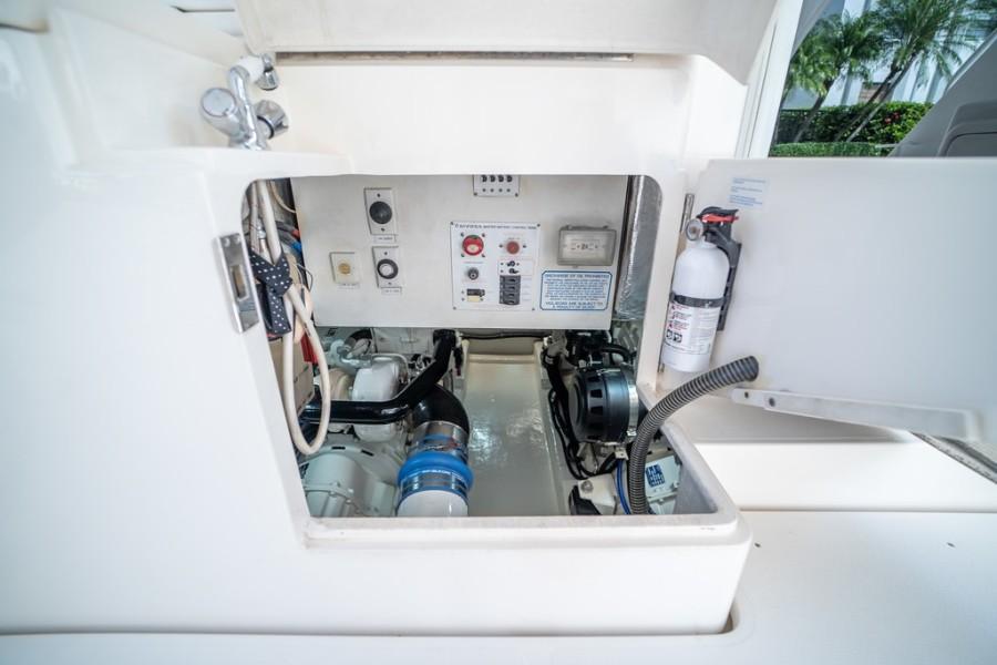 2001 Riviera 43 CNV - Engine Compartment