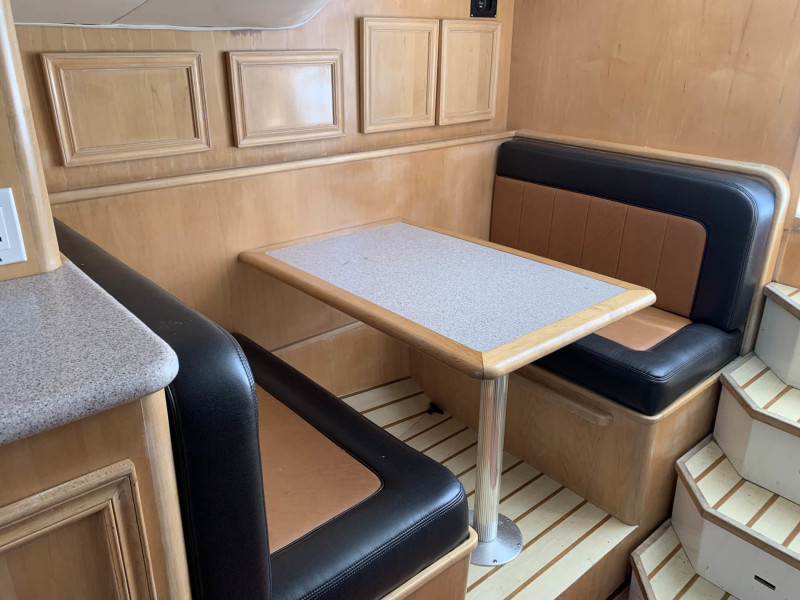 Convertible Dinette to Starboard