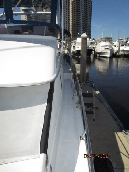 39' Ocean Alexander port side deck1