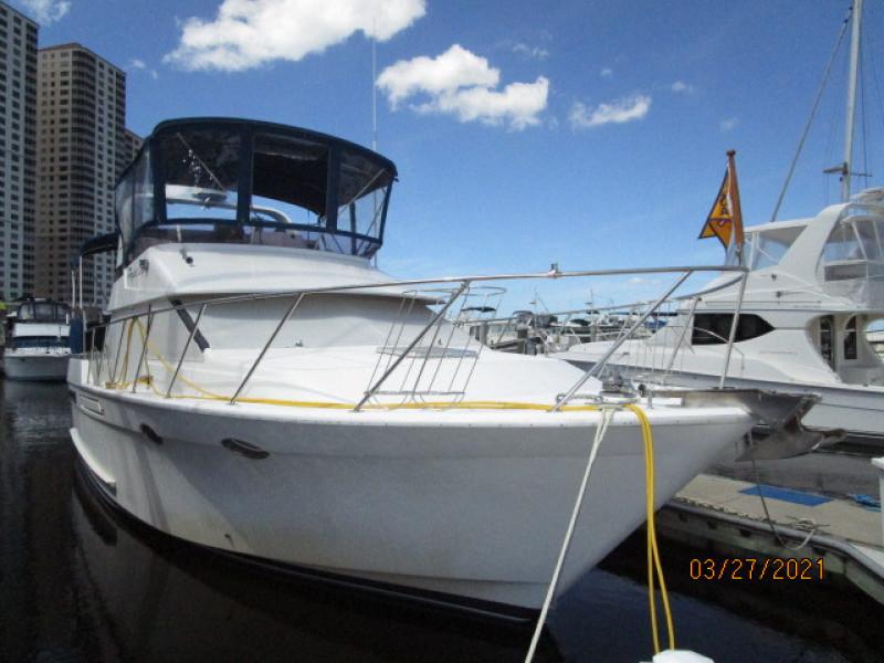 39' Ocean Alexander starboard forward profile2